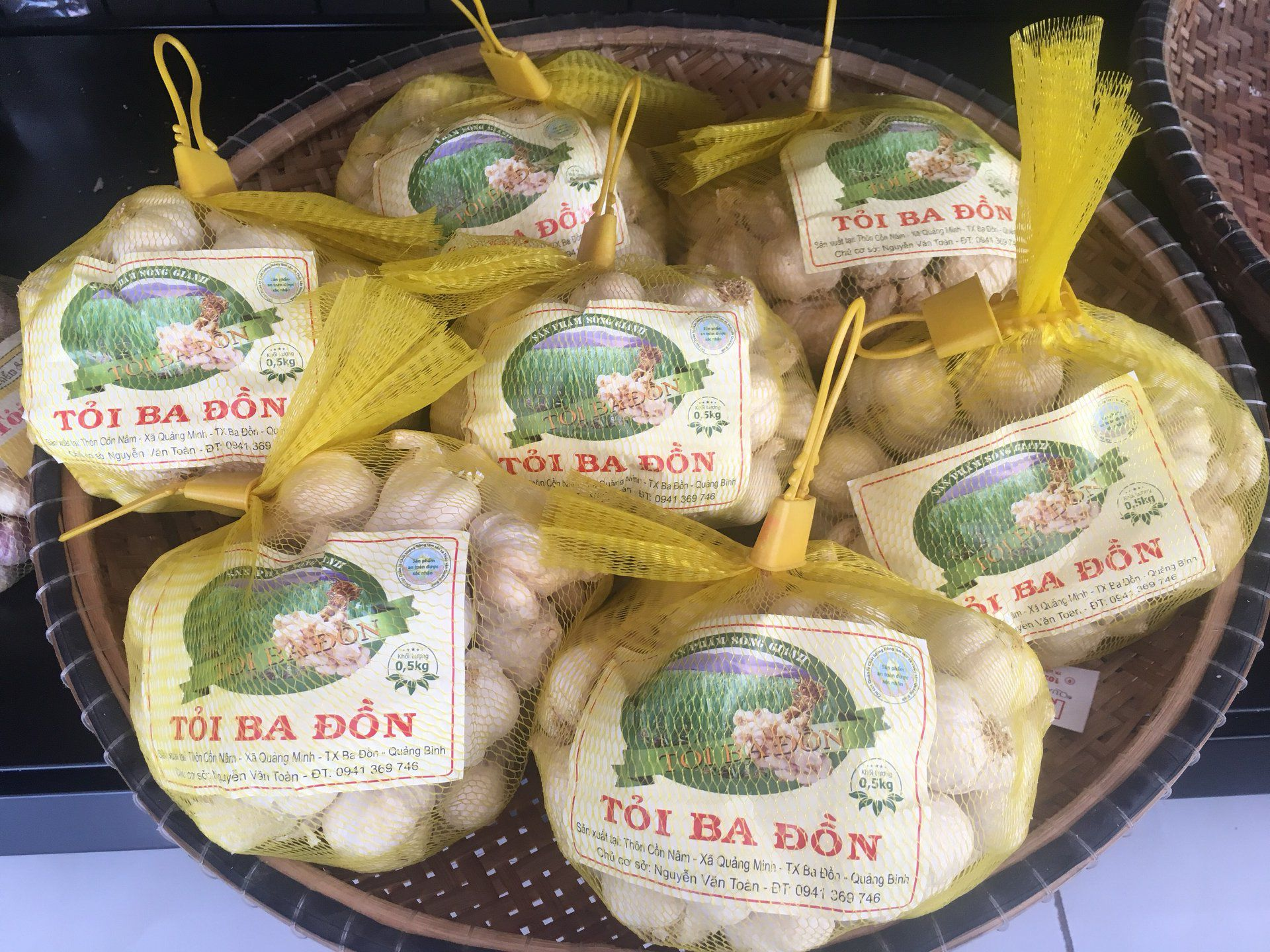 Tỏi Quảng Minh của Ba Đồn cũng là một món đặc sản Quảng Bình đấy