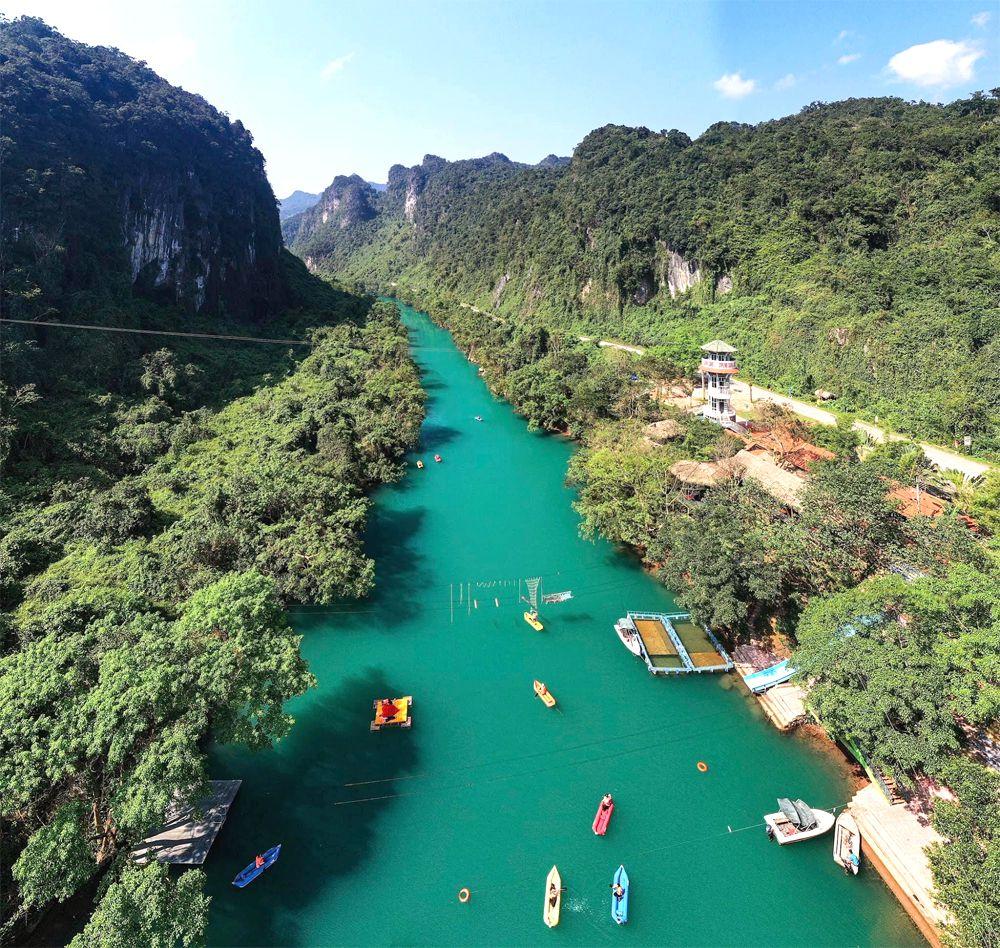 Sông Chày Hang Tối