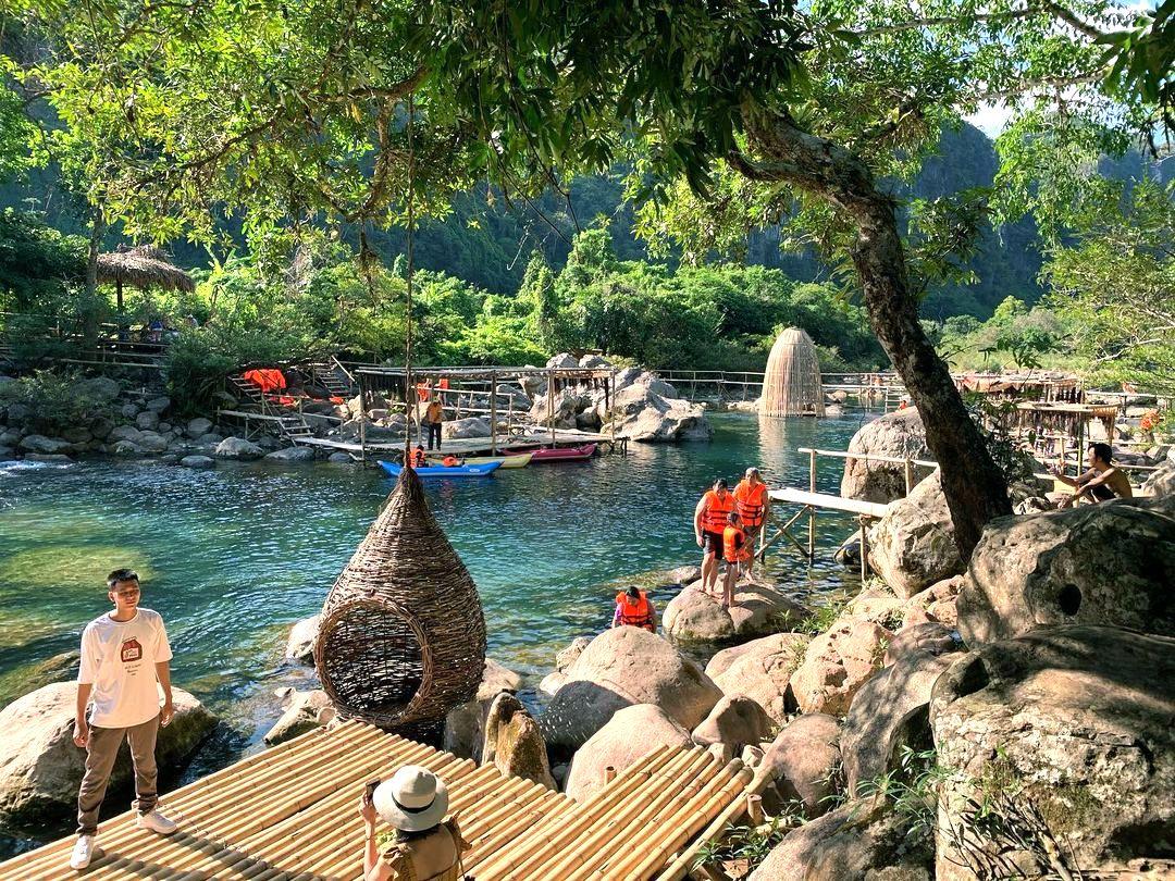 Suối Nước Moọc ở Quảng Bình