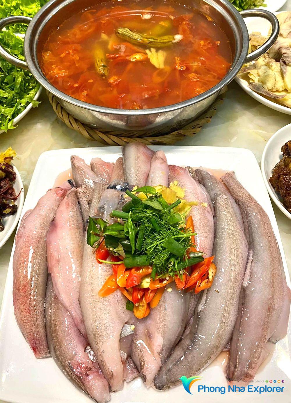 Cách nấu lẩu cá Khoai Quảng Bình