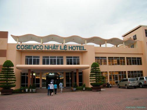 http://phongnhaexplorer.com/wp-content/uploads/Cosevco_Nhat_Le_Hotel-01-300x225.jpg