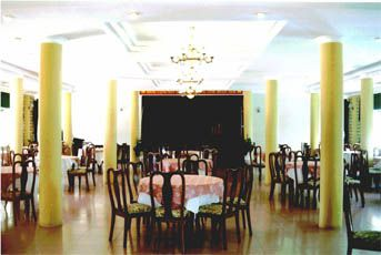 http://phongnhaexplorer.com/wp-content/uploads/Cosevco_Nhat_Le_Hotel-07-300x201.jpg