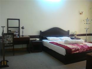 http://phongnhaexplorer.com/wp-content/uploads/Cosevco_Nhat_Le_Hotel-5-300x225.jpg