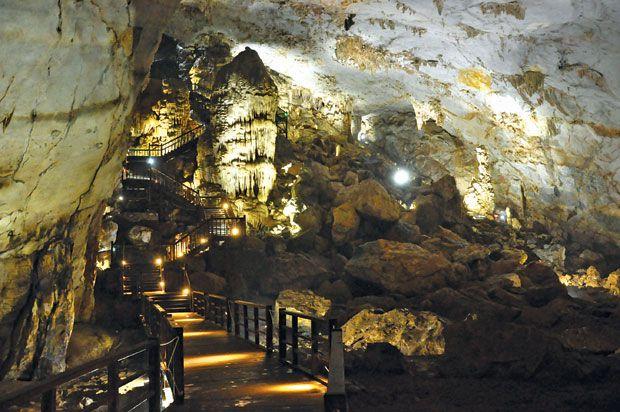 http://phongnhaexplorer.com/wp-content/uploads/Tour-Dong-Thien-Duong-7000m-6-300x199.jpg