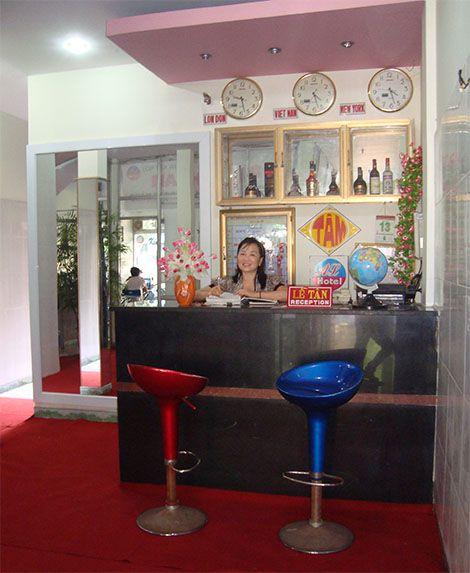 http://phongnhaexplorer.com/wp-content/uploads/khach-san-anh-linh1-246x300.jpg