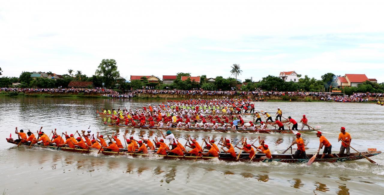 Lễ hội đua thuyền truyền thống Lệ Thủy - Quảng Bình mừng
