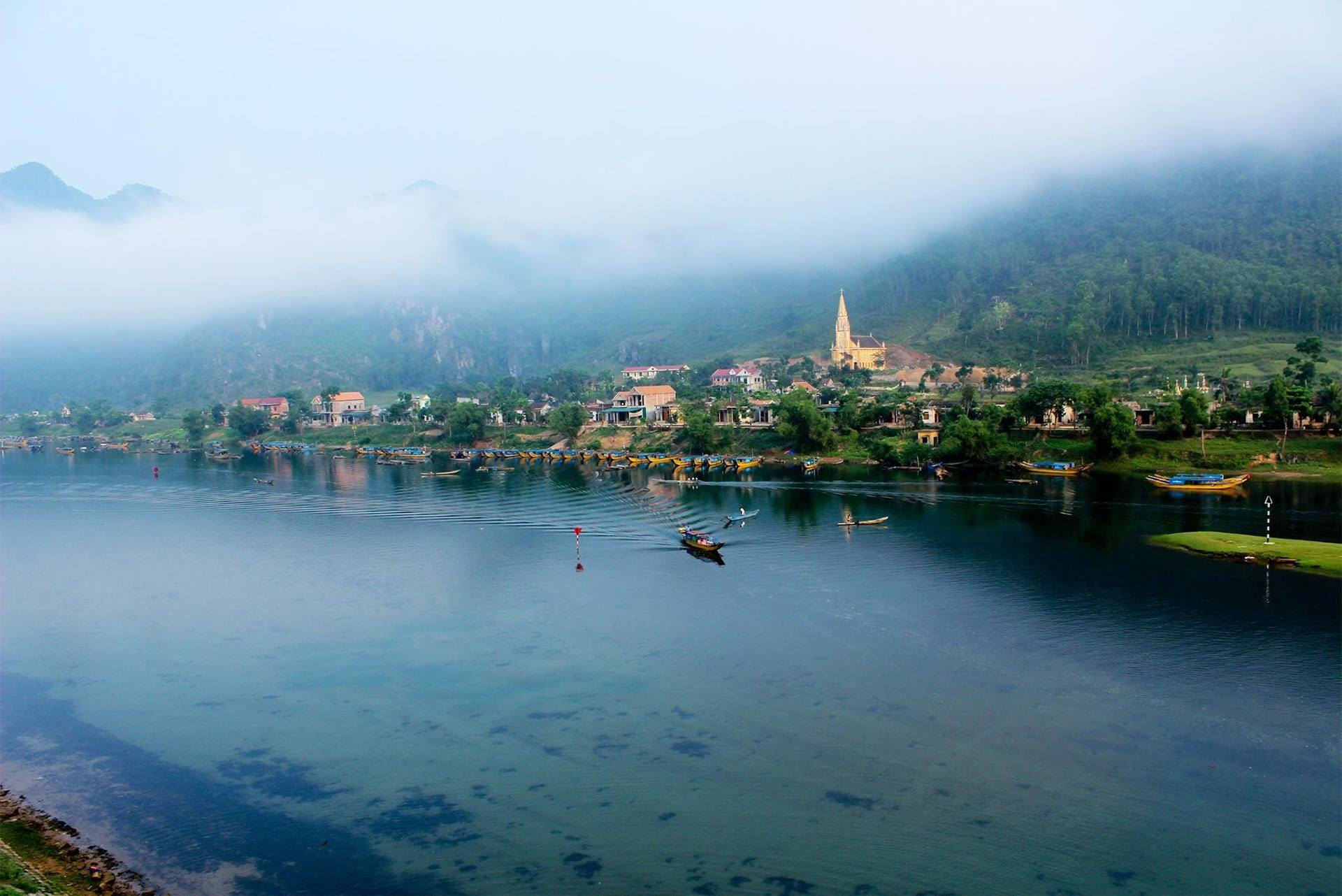 Phong cảnh hữu tình hai bên dòng sông Son