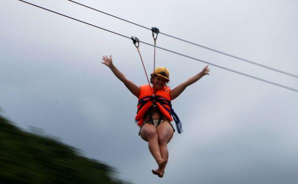 Lơ lửng trên Zip-line Sông Chày Hang Tối